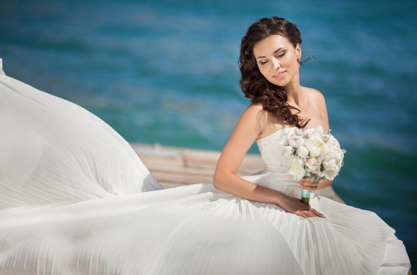 Фотографии невест со свадьбы. Фотографии различных пар и девушек в красивых свадебных платьях. Бесплатно и без регистрации.