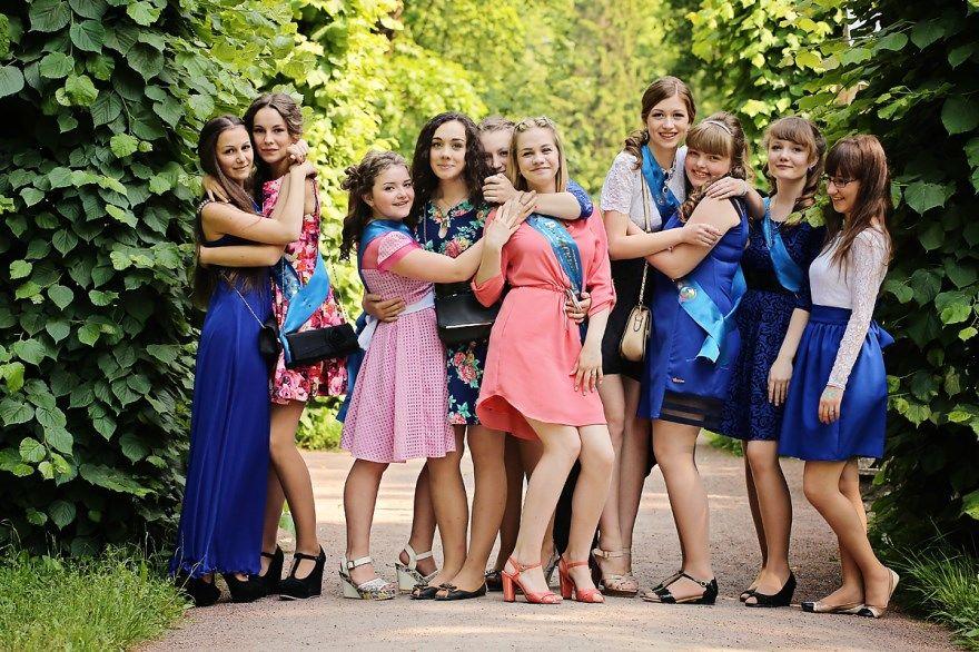 Выпускной в школе 9 класс красивые платья на выпускной, прически, песни, фото и разные идеи для проведения выпускного. Скачать можно бесплатно.
